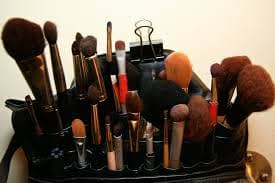 DIFFERENT MAKEUP BRUSHES AND THEIR USES